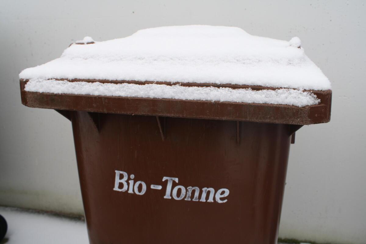 tipps gegen einfrieren der biotonne abfallwirtschaft tuttlingen. Black Bedroom Furniture Sets. Home Design Ideas